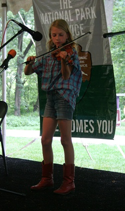Fiddle contestant