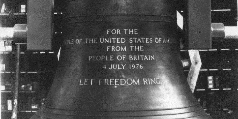 Black and white image of the Bicentennial Bell's inscription.