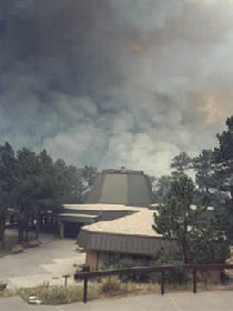 The Jasper Fire approaches Jewel Cave's visitor center