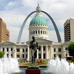 The Gateway Arch and Old Courthouse from Kiener Plaza
