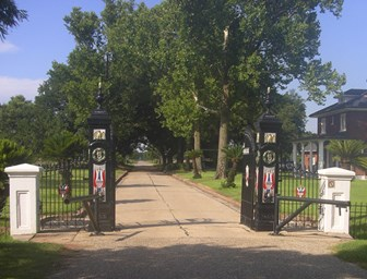 Image of elaborate ironwork gates at Chalmette National Cemetery