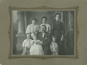 Image of the Cant family in a portrait.
