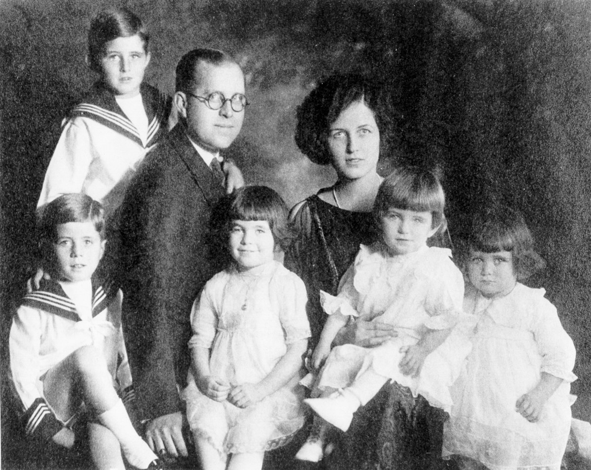 A photo of the Kennedy family Ca. 1922