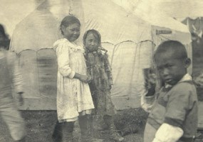 Kids in the Katmai area in 1917.