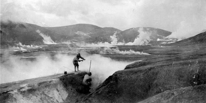 Explorers remove their cooking pot from a fumarole in 1917