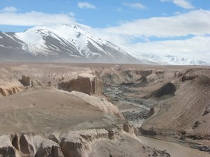 Knife Creek dissects the ash and pumice of the Valley of Ten Thousand Smokes.