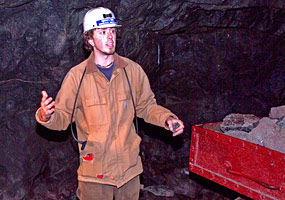A guide describes the different functions of workers in the copper mines.