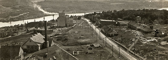 Historic photo: looking south down Quincy Hill to the Portage Waterway from the No. 2 Shaft circa 1925.