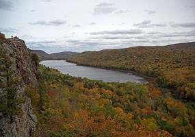 Lake of the Clouds is one of the scenic spots in the Porcupine Mountains. Click here to visit their website.
