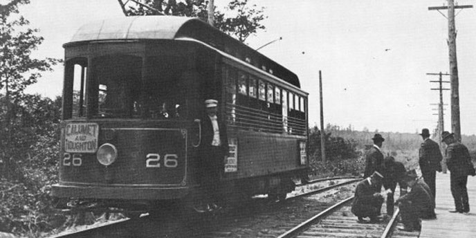 A streetcar between Hancock and Calumet