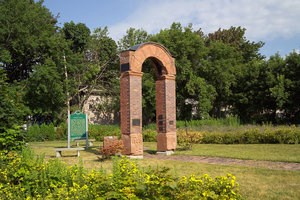 The Italian Hall Park with a sandstone arch from the former building.