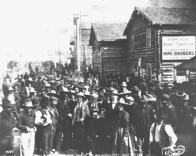 Large crowd of people pose for a photo in a boomtown