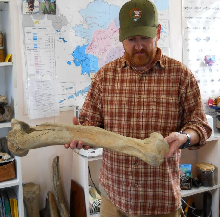 [Image: Me-with-Short-faced-Bear-humerus-left.jpg]