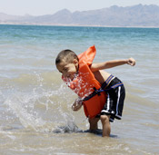 Kid playing in the water at Lake Mead photo by Karen Johnson