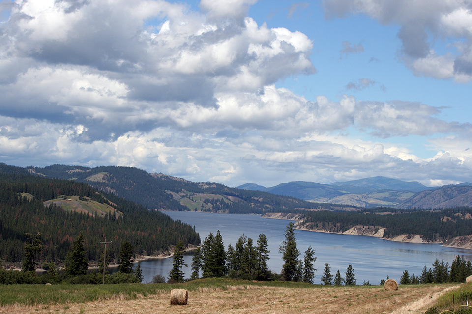 A view overlooking Lake Roosevelt from the Hunters area.