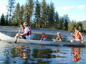 Family canoeing on Lake Roosevelt