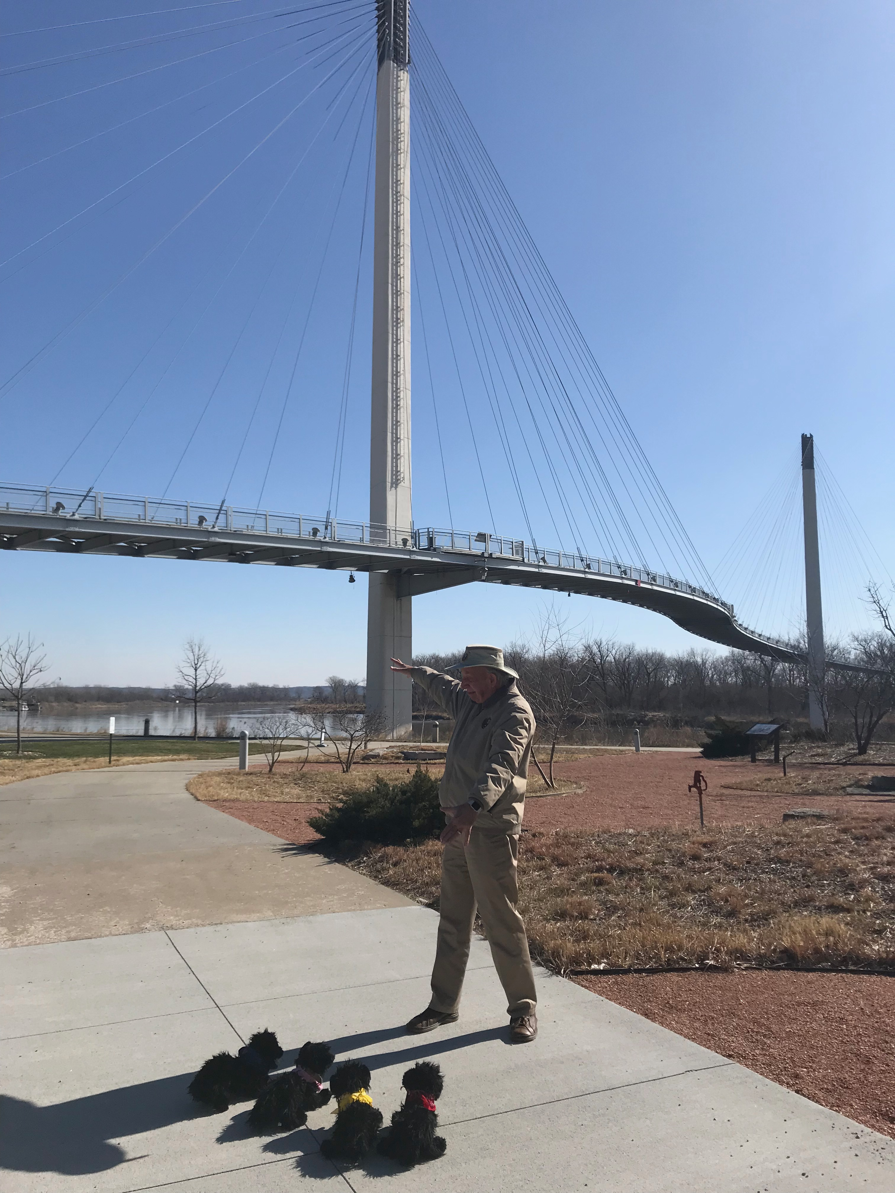 Volunteer points to bridge over Missouri River