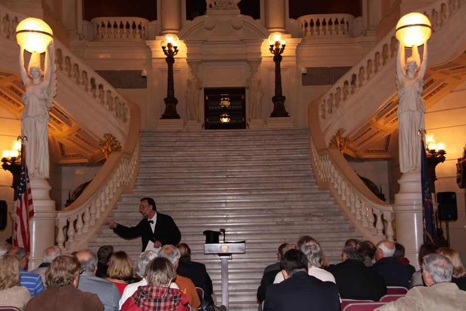Journey-Home-Lincoln-speaking-to-group-at-Pennsylvania-State-House-in-Harrisburg