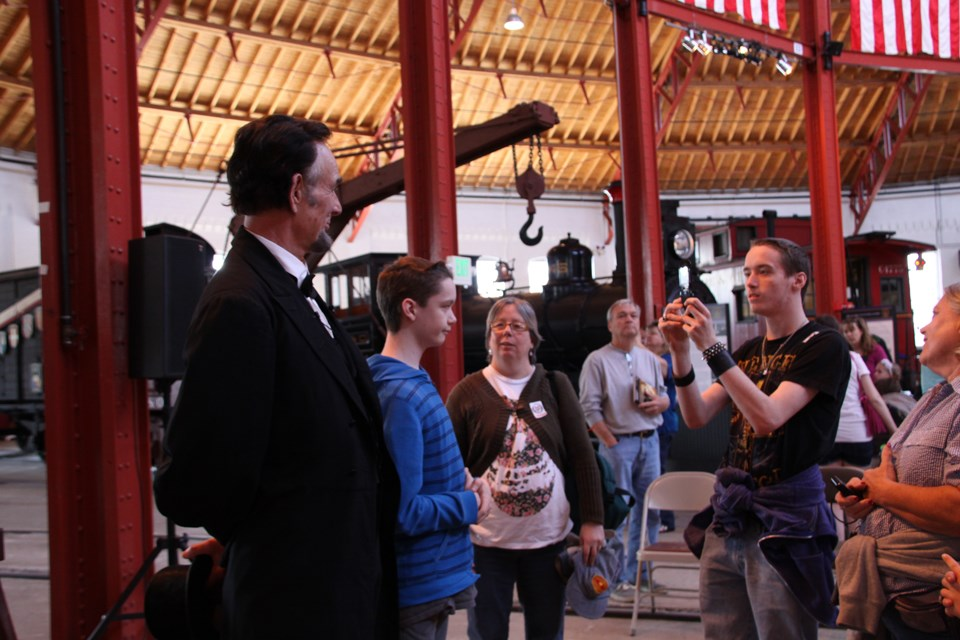 Journey-Home-Lincoln-with-visitors-at-the-B&O-Railroad-Museum-in-Baltimore-MD