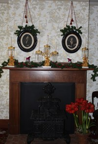 Lincoln Home Formal Parlor mantel decorations