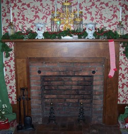 Lincoln Home Sitting Room mantel with stocking