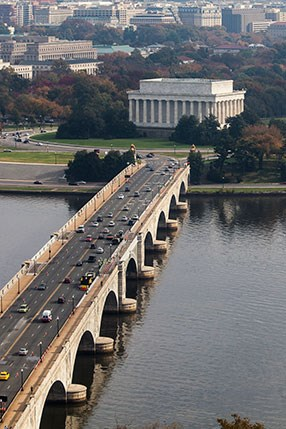 bridge with arches below runs from bottom left of screen to lincoln memorial in distance at center