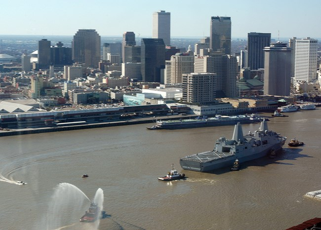 USS New Orleans (LPD 18) transits the Mississippi River toward her namesake city.