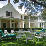 A circle of lawn chairs in the front yard of the Texas White House