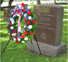 A wreath at President Johnson's headstone.