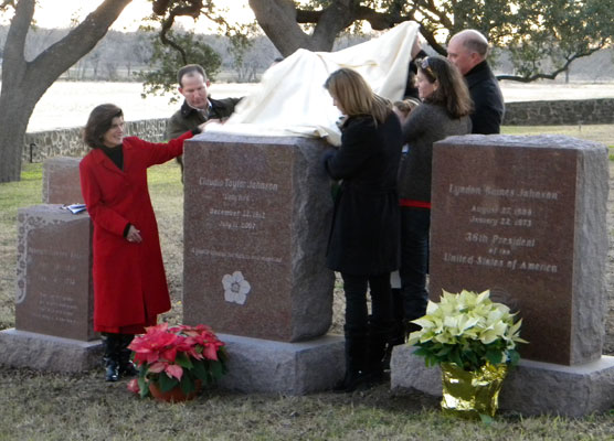 Johnson family members unveil Mrs. Johnson's headstone