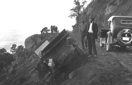 Motor vehicle accident on the Knife Edge Road in 1920