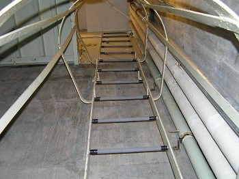 Metal ladder and safety cage
