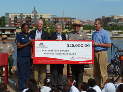 From left to right: Teresa Edwards (WNBA), Dan Kueppers (Coca-Cola), Rep. Joe Atkins, Park Superintendent Paul Labovitz, Mayor Chris Coleman