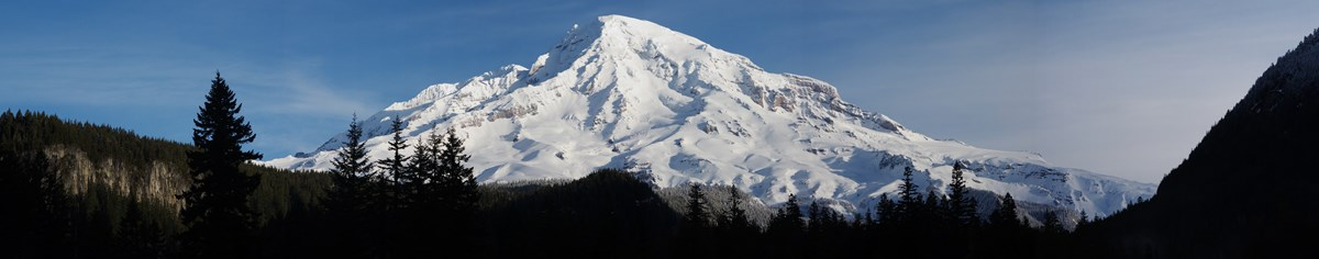 A panoramic view of Mount Rainier.