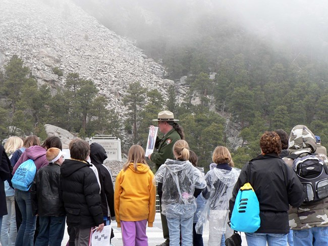Park ranger with students at Mount Rushmore.