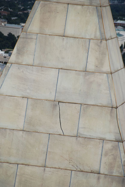 Crack in Washington Monument