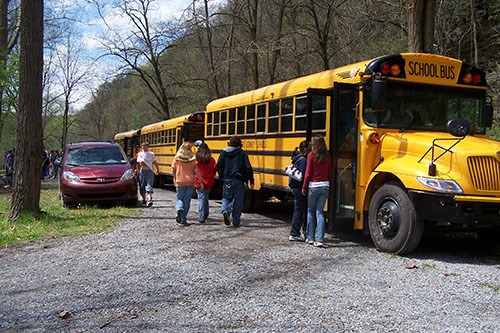 students exiting school bus