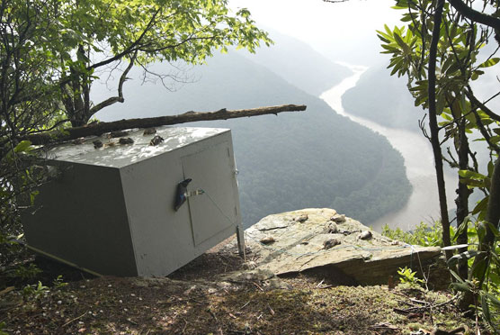 View of hacking box on rim of gorge at Grandview