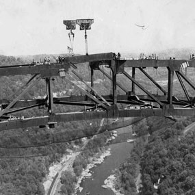 constructing the New River Gorge Bridge