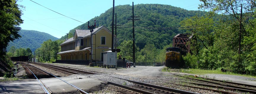 Thurmond Depot with train and RR tracks