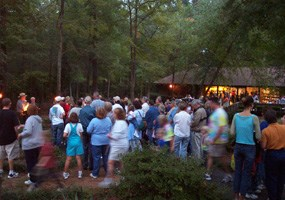 Crowd waits for Candlelight Tour to begin 2004