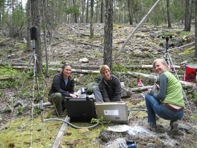 Setting up an acoustic monitoring station at Thunder Knob, one of the most popular trails in the park. Image Credit: NPS/NOCA
