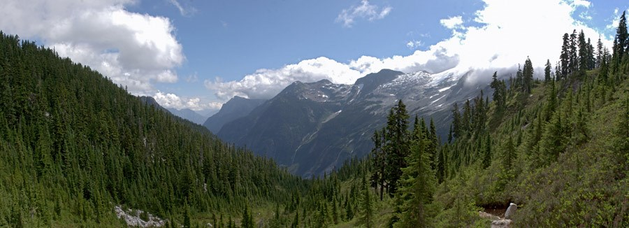 Panoramic views abound atop Whatcom Pass on the Beaver Loop. NPS/Michael Silverman