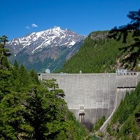 A view of a dam surrounded by mountains.