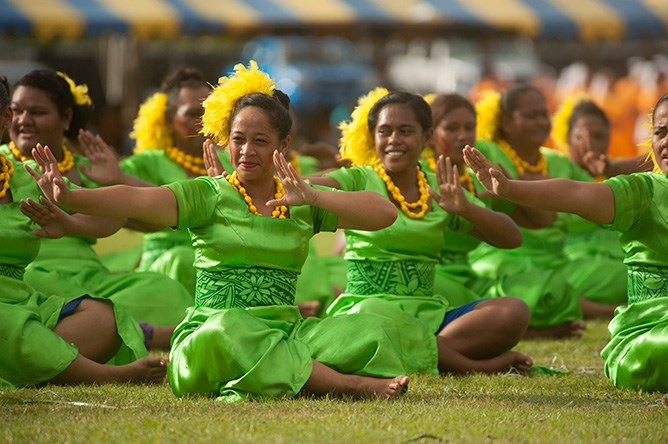 Young Samoan ladies perform