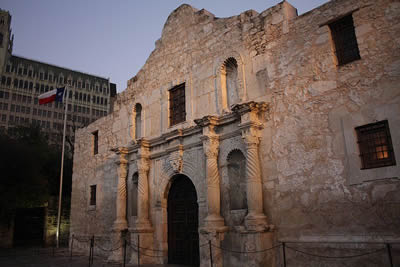 essays about the alamo