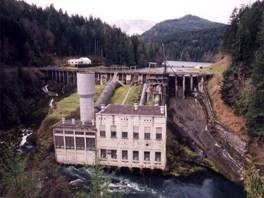 view of the Elwha Dam from downstream, impounding the Lake Aldwell reservoir