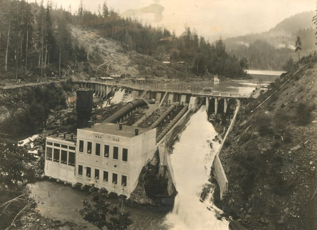 Historic Elwha Dam Power House in 1913.