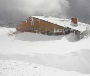 Snow storm covers most of Hurricane Ridge Visitor Center.