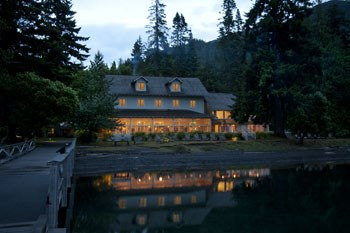 Lake Crescent Lodge in the evening